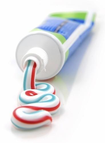 du dentifrice sur les petits boutons ! Hop disparition immédiate