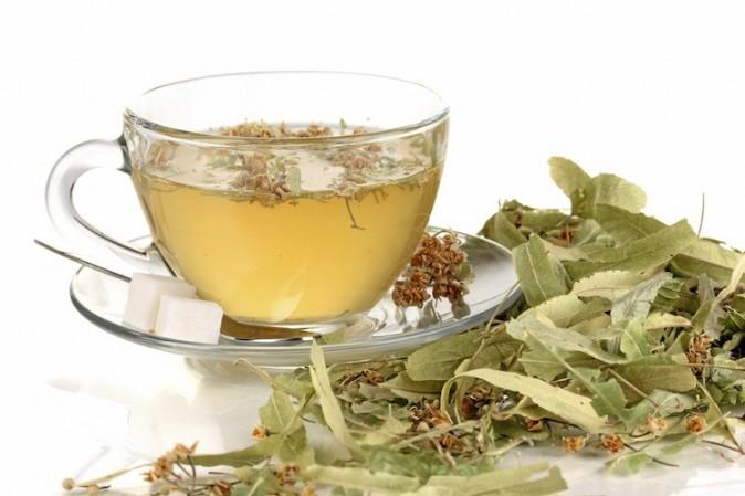 du thé vert sur la tete sur le visage !