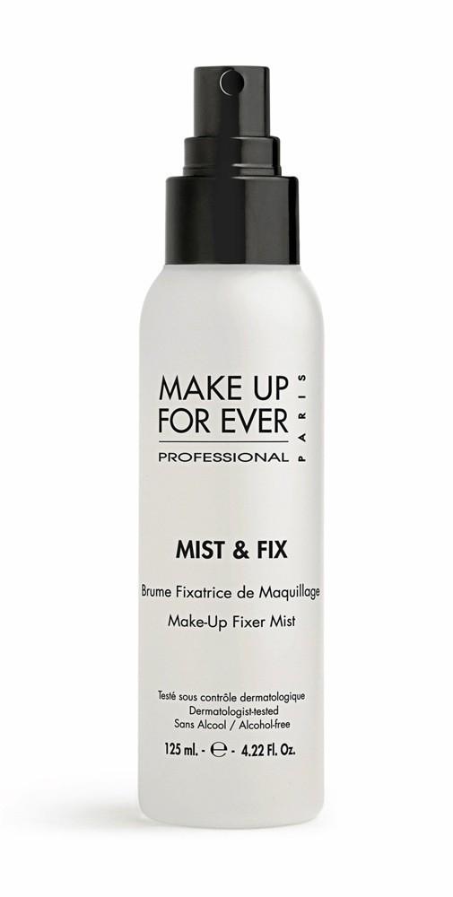 Pour un teint mat: Brume fi xatrice de maquillage, Mist & Fix, Make Up For Ever 21,90 €