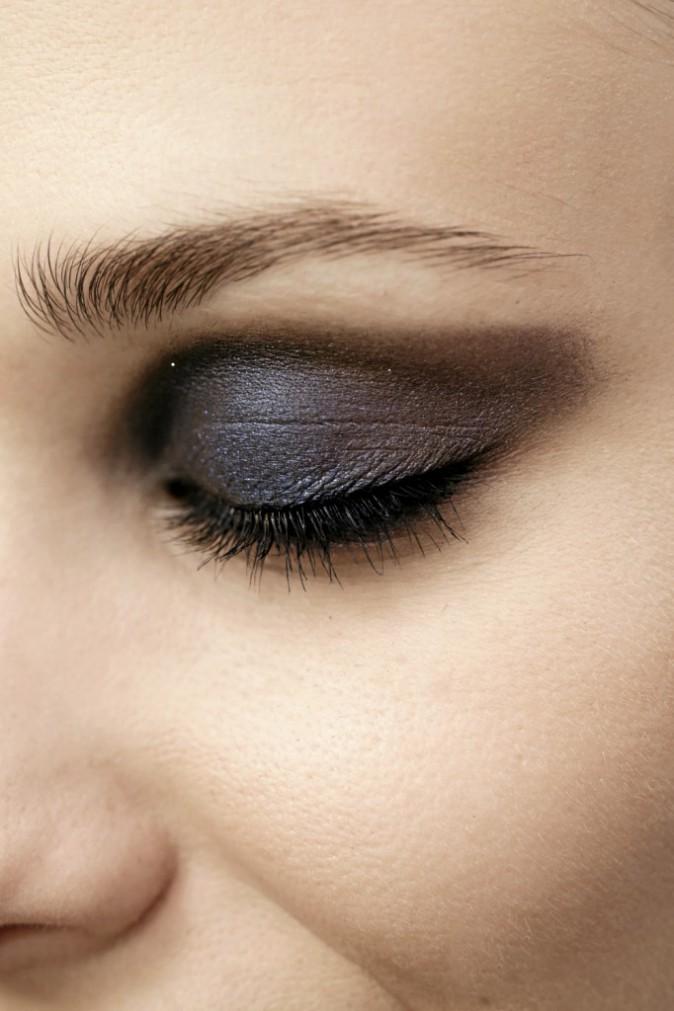 7.Metallic eyes