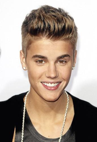 Justin Bieber et ses dents après avoir été alignées !