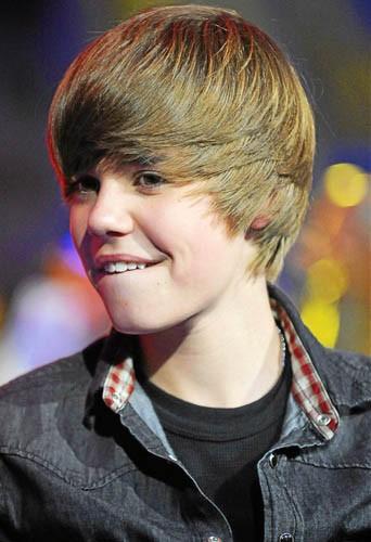 Justin Bieber et ses dents avant avoir été alignées !