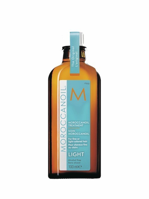 Soin light à l'huile d'argan pour cheveux fins ou légèrement colorés, Moroccanoil. Disponible en salons. 45 €.