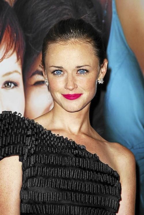 Alexis Bledel : Elle a trouvé la combine pour mettre ses yeux bleus en valeur !