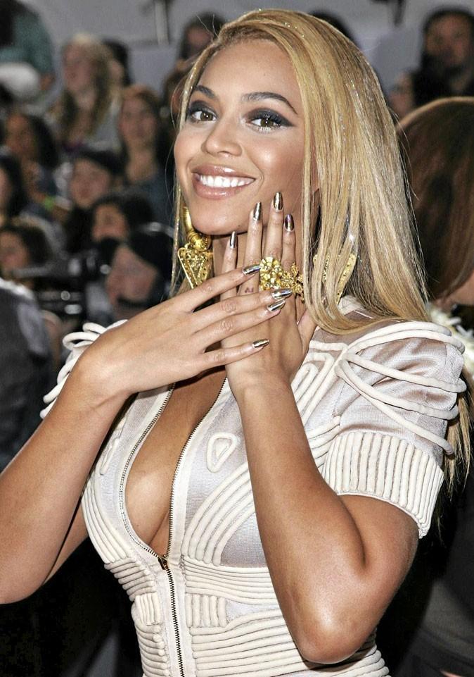 Vernis tendance printemps-été 2011 :  des ongles imprimés pour Beyoncé !