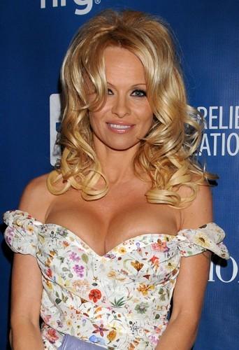 Pamela Anderson fait un 90 E mais c'est du faux !