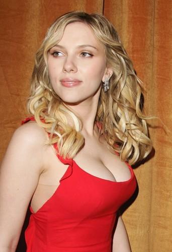 Scarlett Johansson fait un 90 D et c'est naturel !