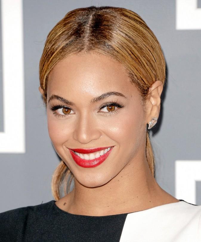 Beyoncé : Un rouge à lèvres vif pour mettre sa jolie dentition en valeur !