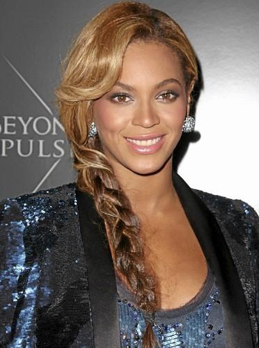 Beyoncé ne jure que par le beurre de karité en massage le soir.