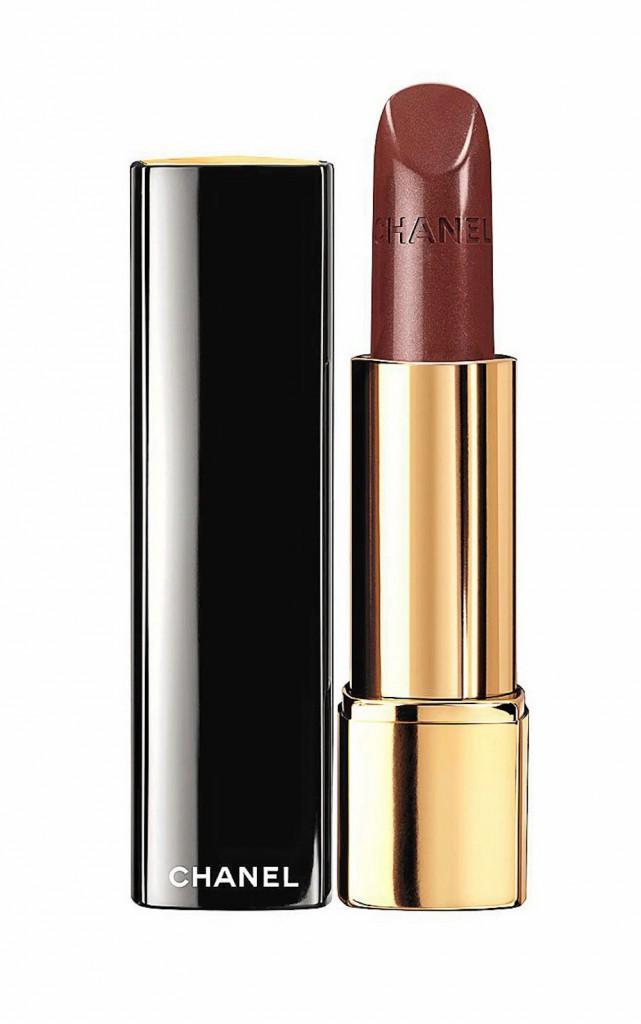 8. Rouge Allure Velvet, N° 327 La Désirée, Chanel. 31 €.