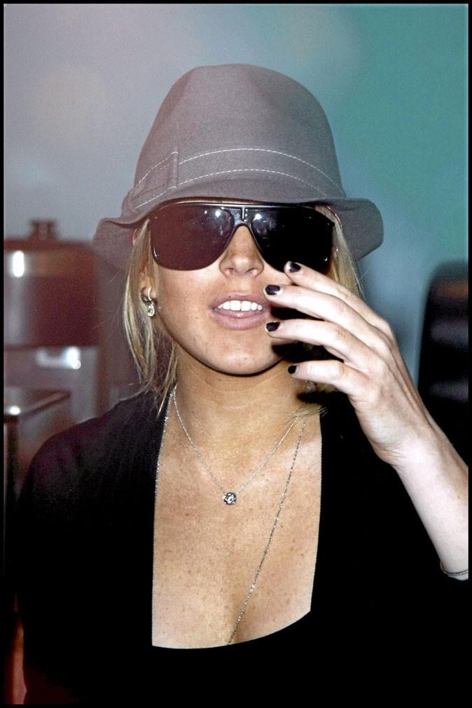 Lindsay Lohan enchaîne les rehabs mais pas les manucures!