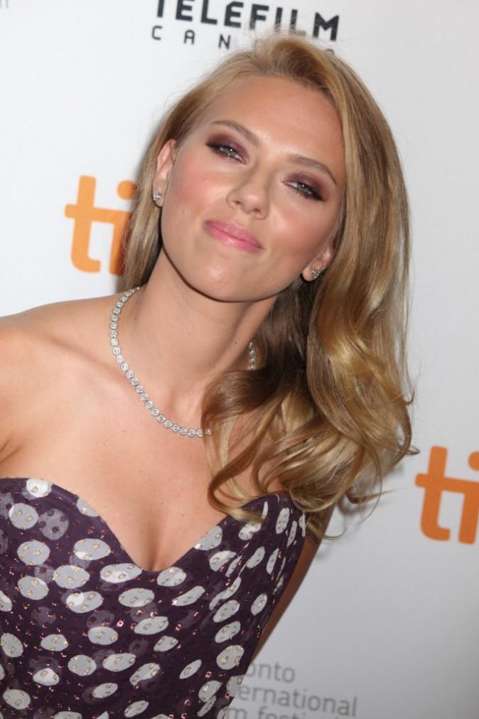 Les vergetures aux seins de Scarlett Johansson