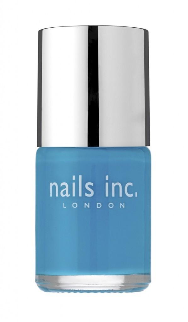 Vernis bleu, Nails inc., en exclusivité chez Sephora. 14 €