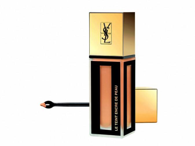 Fond de teint, Encre de peau, Yves Saint Laurent. 47,90 €.