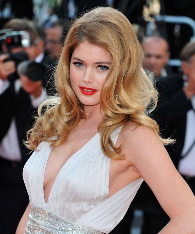 Festival de Cannes 2011 : la coiffure boucles rétro de Doutzen Kroes en 2010 !