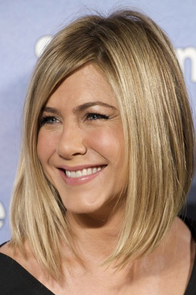cheveux 20 ans de coupes et de coiffures de jennifer aniston. Black Bedroom Furniture Sets. Home Design Ideas