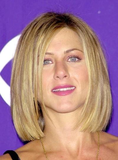 Jennifer Aniston : ses cheveux avec une coupe carrée en janvier 2001