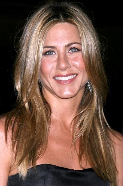 Jennifer Aniston : ses cheveux longs avec un brushing naturel en décembre 2008