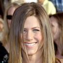 Jennifer Aniston : ses cheveux longs lissés en mars 2003