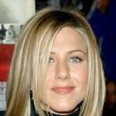 Jennifer Aniston : ses cheveux longs lissés en novembre 2001