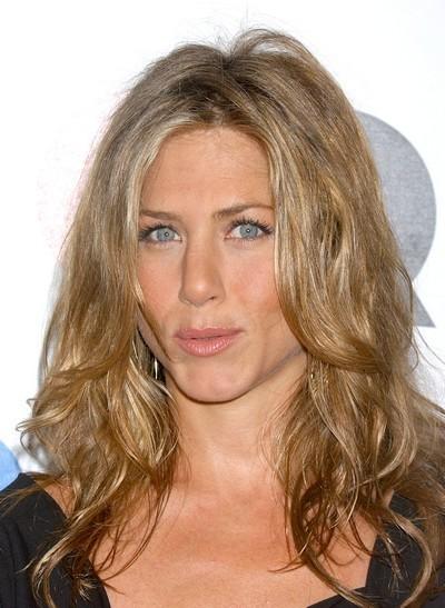 Jennifer Aniston : ses cheveux longs ondulés en décembre 2005