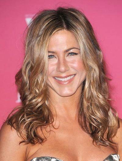Jennifer Aniston : ses cheveux longs ondulés en juin 2009