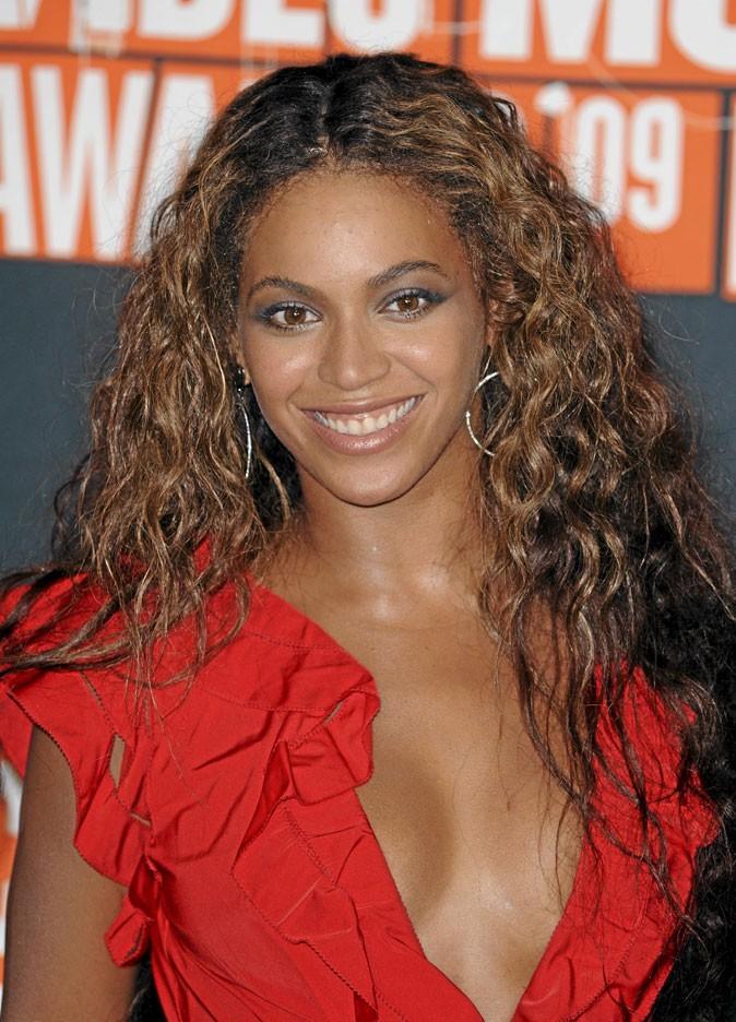 Cheveux afro : la coiffure bouclée de Beyoncé