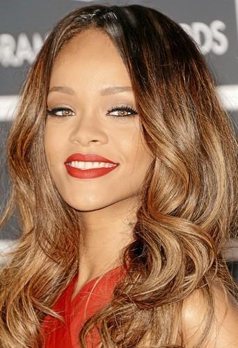 Les ondulations tie & dye de Rihanna