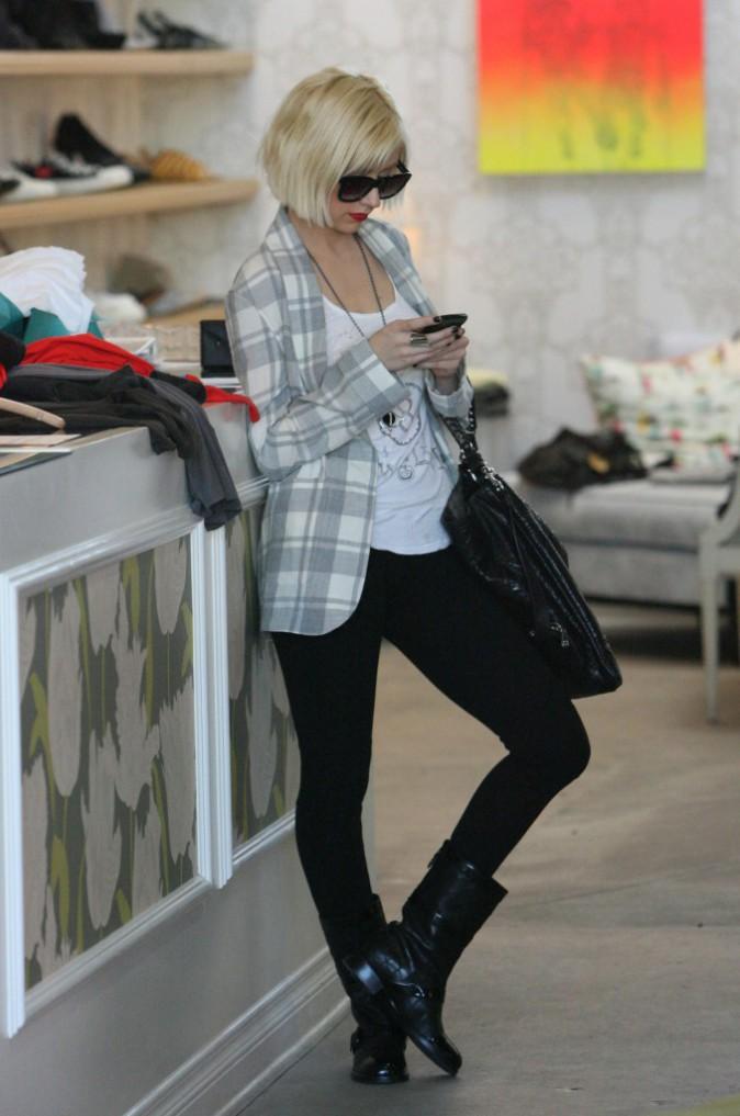 Christina Aguilera passe aux cheveux courts et aux cuisses en forme