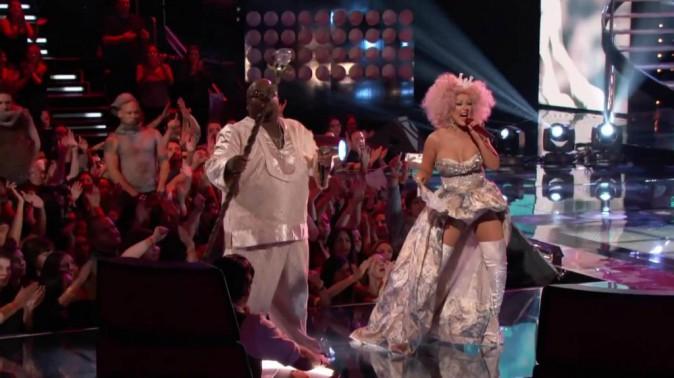 Non, il ne s'agit pas d'un travesti qui a mangé Christina Aguilera !