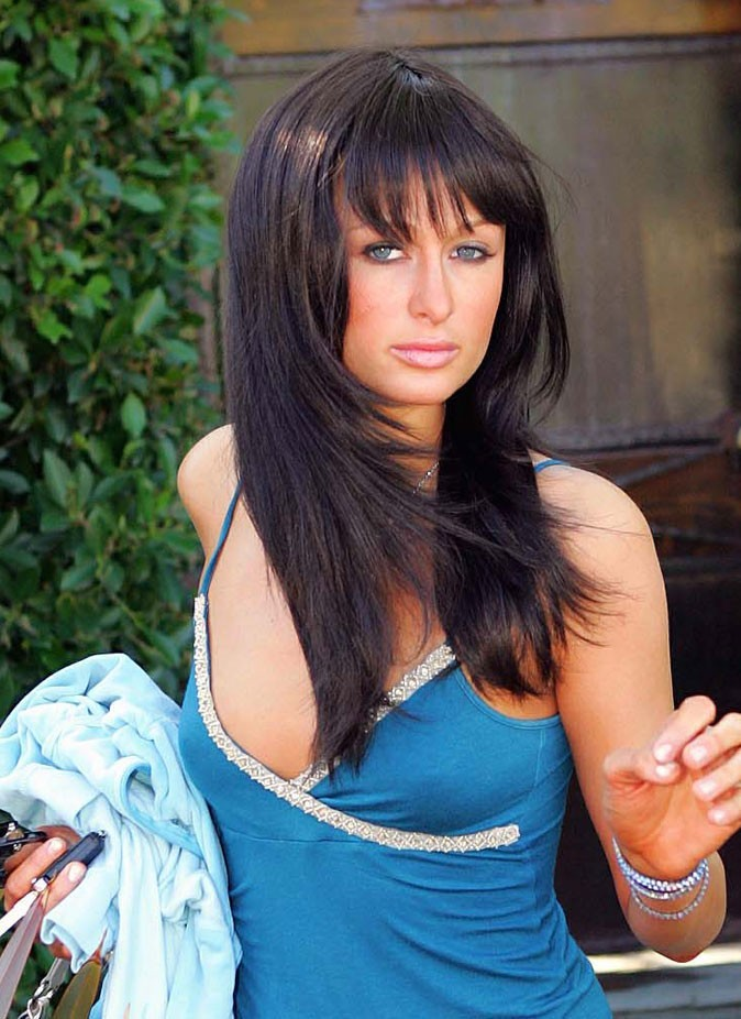 Star brune : les faux cheveux bruns de Paris Hilton