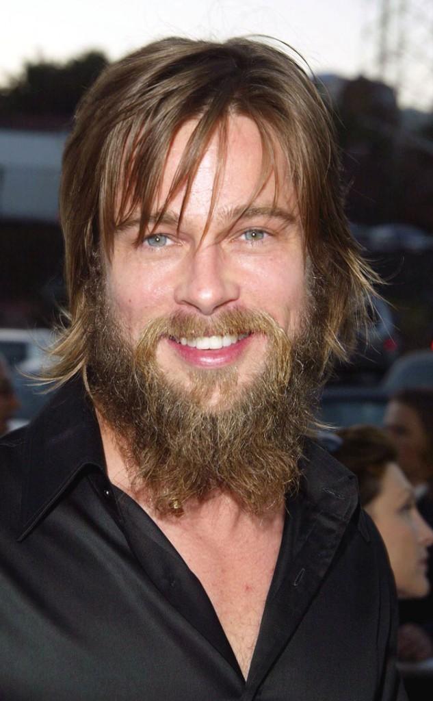 Brad Pitt :  une barbe tendance hippie en 2002