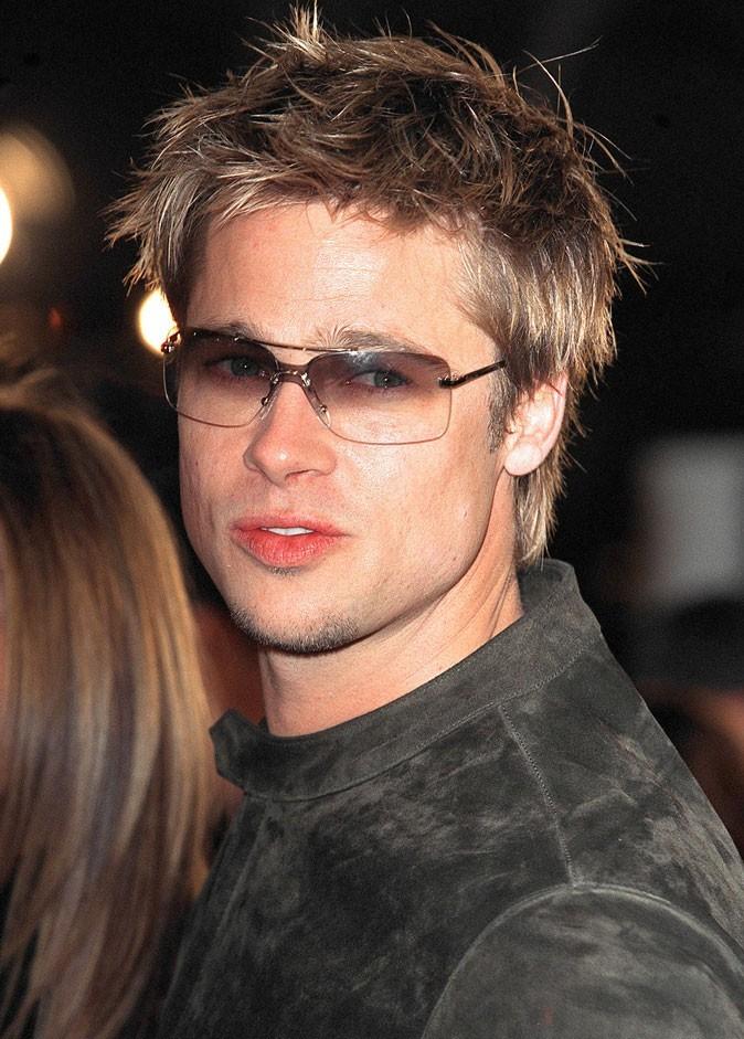 Coiffure de Brad Pitt : des cheveux ébouriffés en 2001