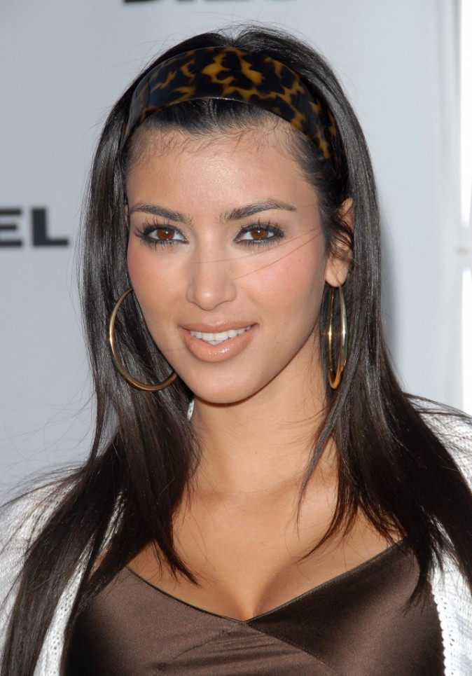 coiffure de star le cv capillaire de kim kardashian. Black Bedroom Furniture Sets. Home Design Ideas