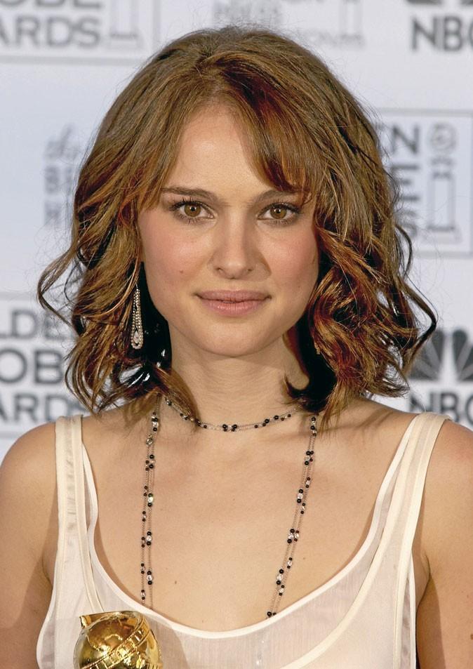 Coiffure de star : le carré long wavy de Natalie Portman en 2005