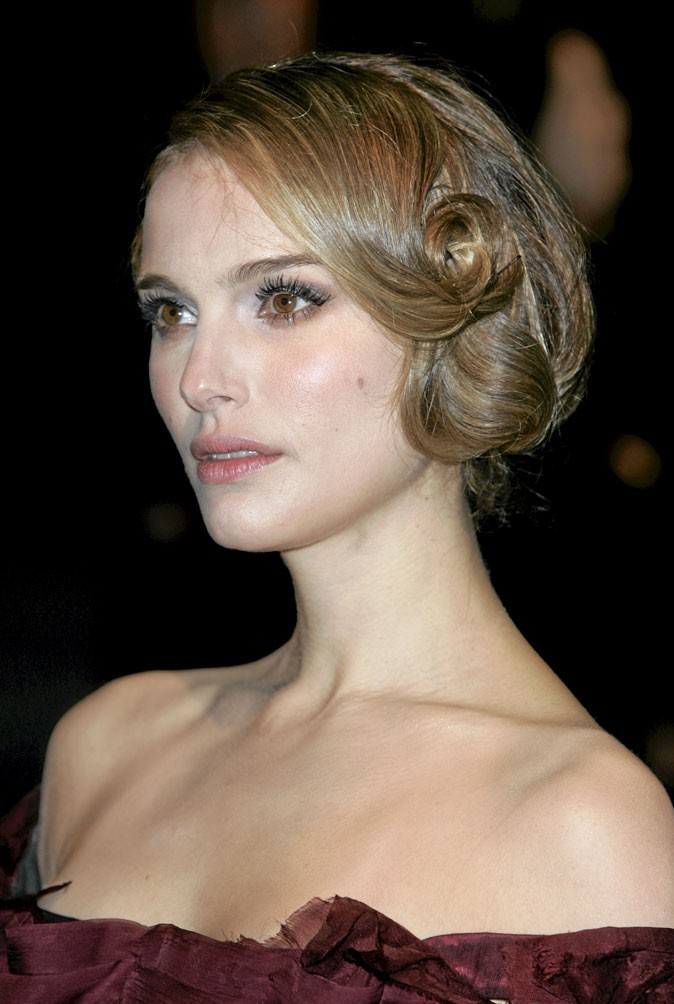 Coiffure de star : le chignon rétro de Natalie Portman en 2008