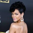 Coiffure de star : la banane sur cheveux courts de Rihanna en 2008