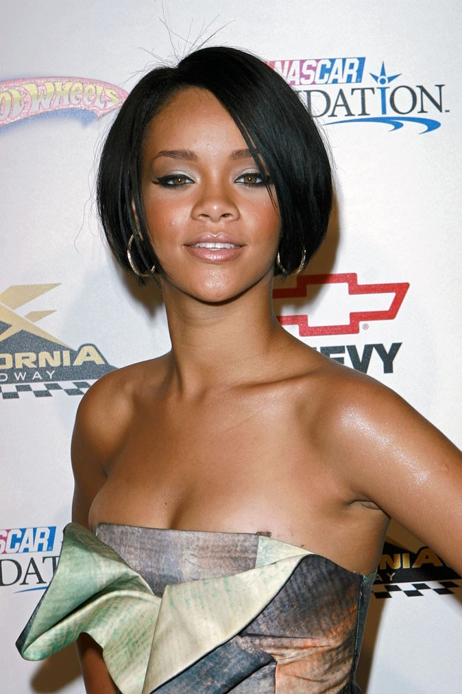 Coiffure de star : la coupe de cheveux carrée classique de Rihanna en 2007