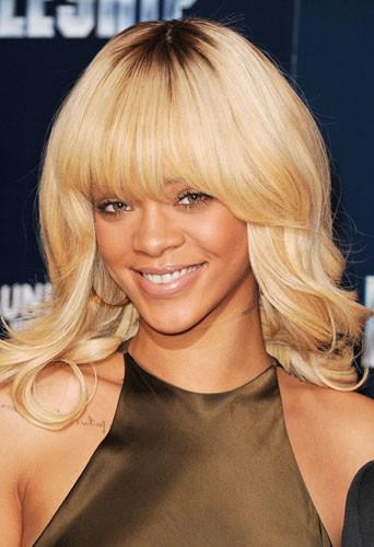 Coiffure de star : le blond californien de Rihanna en mars 2012