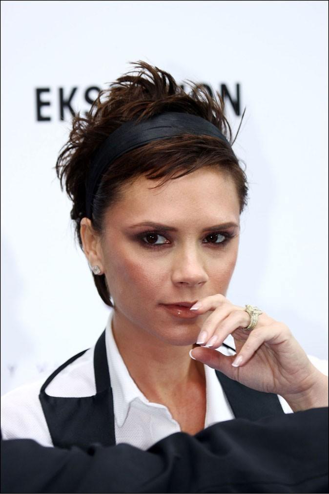 Le bandeau sur cheveux courts de Victoria Beckham en 2008 !