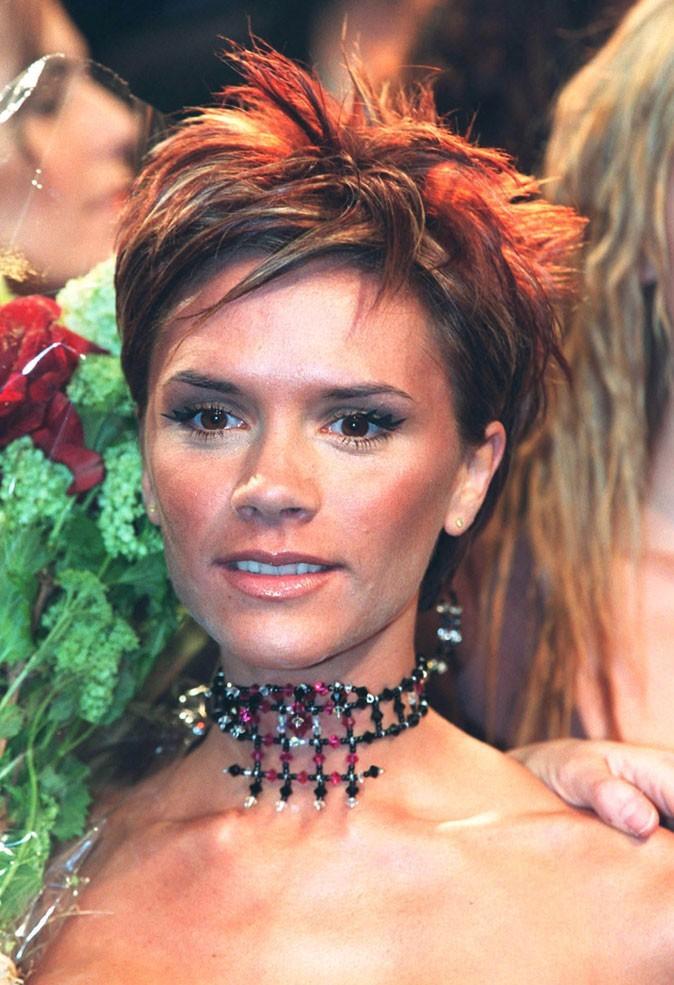 Les cheveux courts ébouriffés de Victoria Beckham en 2000 !