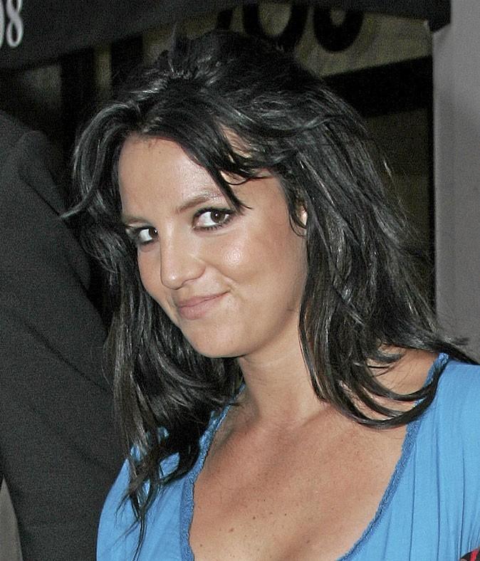 Coiffure de star : les cheveux bruns de Britney Spears en 2006
