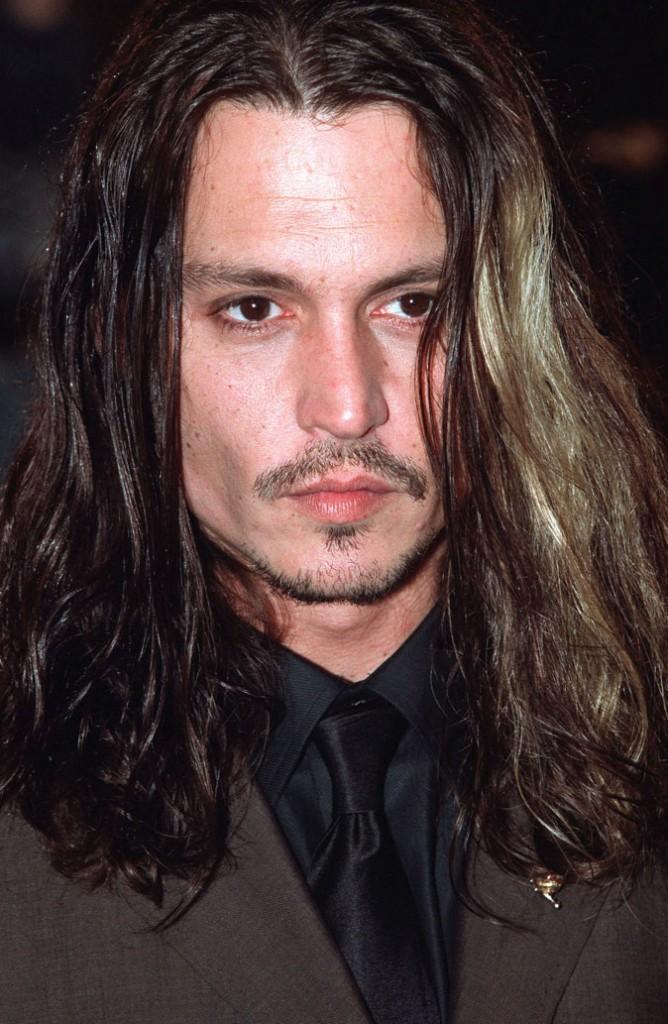 Coiffure de star : les cheveux longs de Johnny Depp