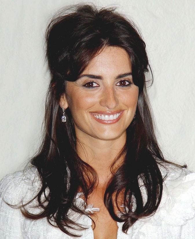 Coiffure de Penélope Cruz : la coque sur cheveux lâchés en 2004