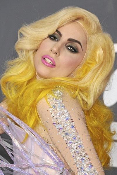 Coiffure de star : les cheveux jaunes de Lady Gaga