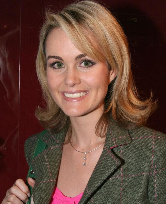 Coiffure de star : le carré dégradé de Laeticia Hallyday en décembre 2004