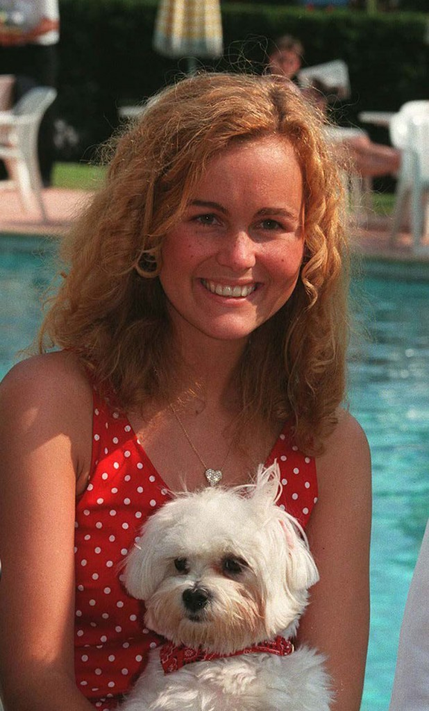 Coiffure de star : les cheveux blond vénitien de Laeticia Hallyday en 1996 à Cannes