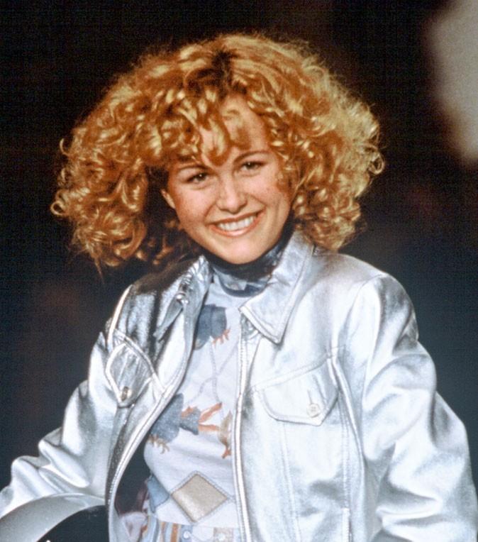 Coiffure de star : les cheveux bouclés de Laeticia Hallyday en 1995 pour le défilé Leonard
