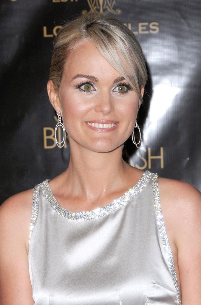 Coiffure de star : les cheveux sages de Laeticia Hallyday en mai 2008