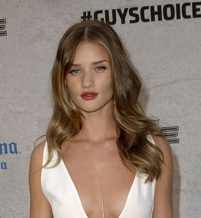Maquillage de Rosie Huntington-Whiteley : un rouge à lèvres mat en juin 2011